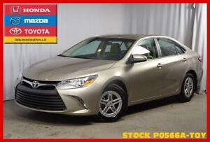 2015 Toyota Camry LE !! Faible Millage !! Camera de recul