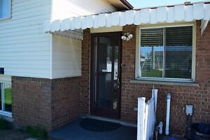 OPEN HOUSE - Bright and cheery-2 bedroom house