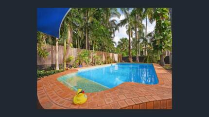 2 rooms for rent in house with a pool