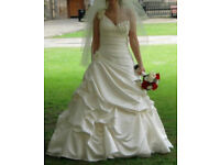 Beautiful San Patrick Wedding Dress (Size 8-10 Including & Blue Ribbon Petticoat)