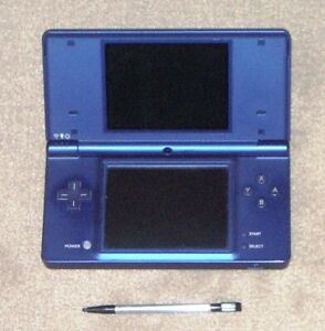 METALIC BLUE DSi IN GREAT CONDITION.