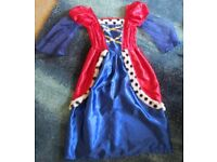 Kid's queen fancy dress outfit. Age 5/7.