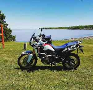 2017 Honda Africa Twin, Givi Panniers, fylly equipped!!