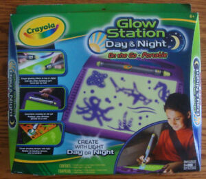 BRAND NEW CRAYOLA GLOW STATION