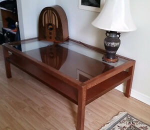 Coffee Table with glass top and shelf - Excellent condition