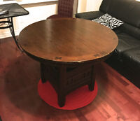 MINT CONDITION VINTAGE SOLID WOOD BROWN CIRCLE TABLE