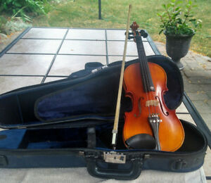 1/4 violin in good condition and tuned.