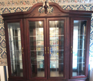 MINT CONDITION  Large Upper Hutch with inside light!