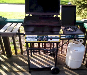 ****Gas Barbecue Grill – extra side burner – Used - $40 obo****