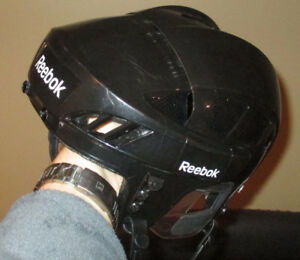 Casque junior Medium Reebok 7K noir