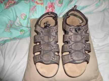wrangler sandals mens size 11