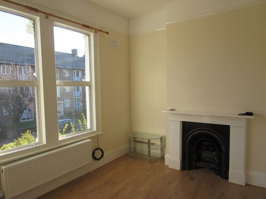 VIEW TODAY A great one bedroom Victorian first floor apartment located in Brockley - Tyrwhitt Road