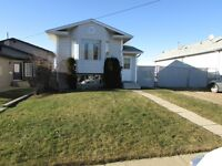*** COMFORTABLE 3 BDRM BI-LEVEL HOME IN MILLWOODS ***