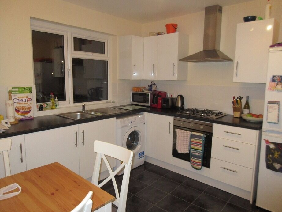 VIEW THIS two double bedroom 1st floor purpose built apartment in Forest Hill - Bovill Road