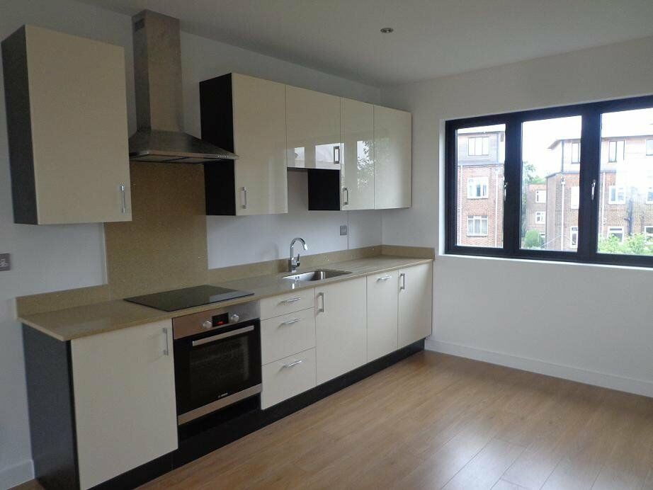 BRAND NEW 1 bed flat, fully furnished - ideal for a couple - 3 min. walk from tube
