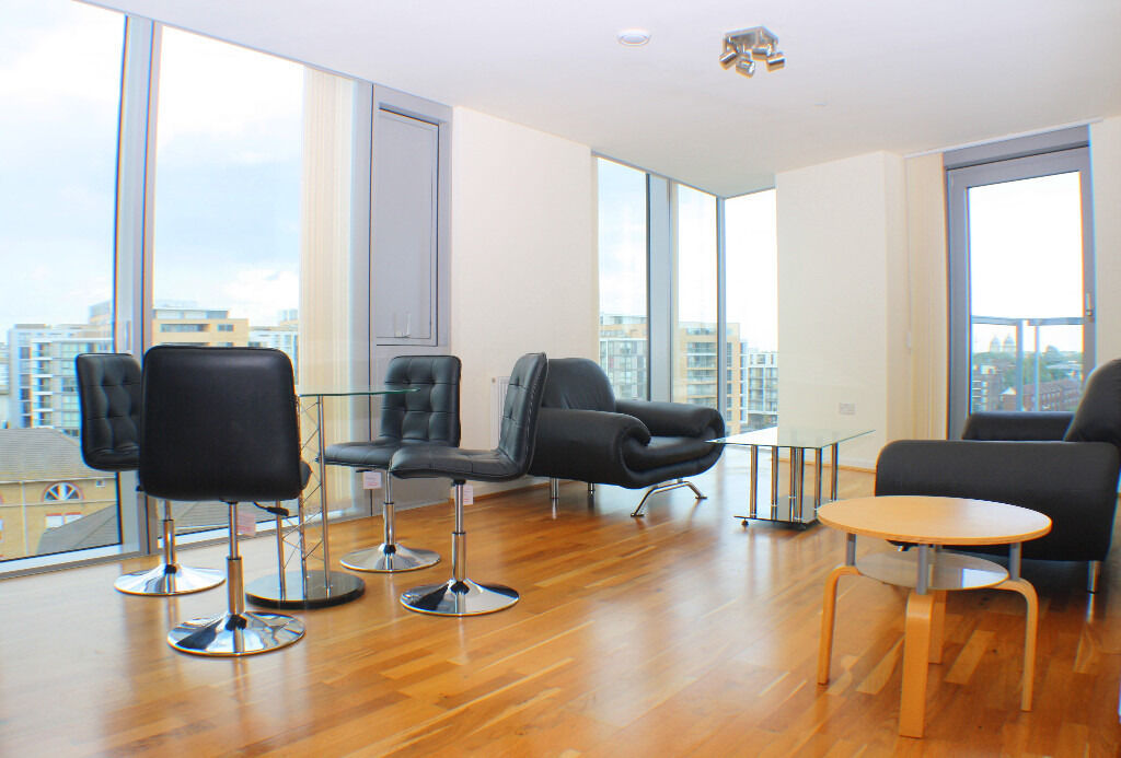 Two double bedroom apartment with stunning views overlooking the Thames.