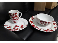 WHITE RED FLORAL DINNER SETS KITCHENWARE GIFT GLASS BRAND NEW BOWLS MUGS AND CUPS BOWLS MUGS PLATES