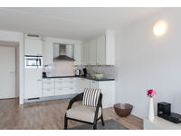 Modern Living Surrouned By Historic Architecture , 2 Double Bed, Open Plan Kitchen, West Sussex