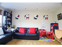 Superb two double bed, top floor apartment in Bermondsey