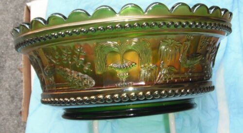 """Peacock at Fountain  9"""" Bowl-pretty green--exa..vintage Northwood carnival glass"""