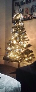 5ft Christmas tree, not pre lit, perfect for small spaces!