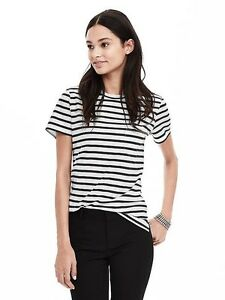 BANANA REPUBLIC STRIPED POCKET TEE-LIKE NEW!
