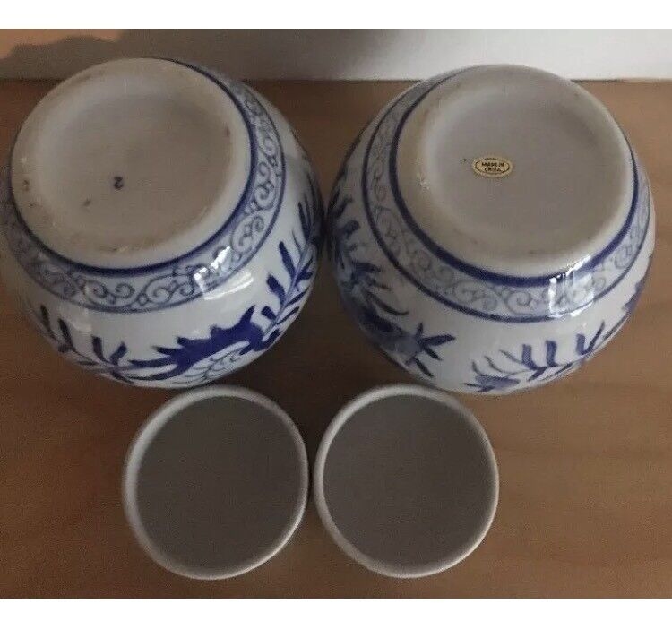 Pair of Chinese Blue & white Porcelain zinger Jar/vase with lid in EC