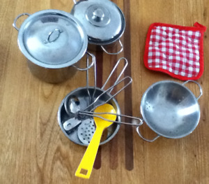 Batterie de cuisine (jouet)/Toy pots and pans