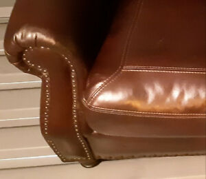 TRADITIONAL ARROW BURGUNDY LEATHER LIVING ROOM SOFA *NEGOTIABLE*