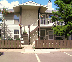 Just Reduced - Beautiful 2 bed + 1 den coach home condo