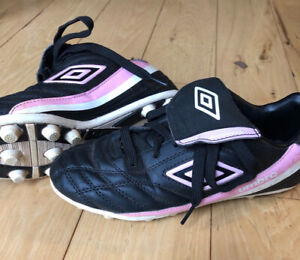 Youth size 3.5 Black/Pink Umbro Soccer Cleats