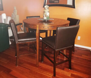 New Perfect Condition Dining Table/Chairs