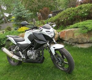 NEWer ... 2015 Honda CB300F ABS 3900kms ....... will PRICE MATCH