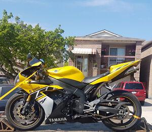 Anniversary Edition Yamaha R1 - Needs repair
