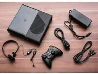 Xbox 360 slim WIFI 4gb MICROSOFT SPEED WHEEL 2 games NO BOX