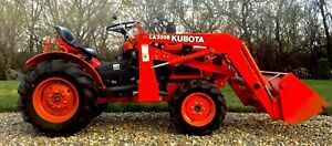 Kubota 4X4 Mint Diesel Hydro Tractor With Loader and 3pt Hitch