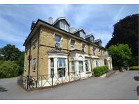 Smart one bed apartment in period house in landscaped gardens