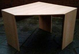 corner desk. 100cm x 100cm. In good condition.