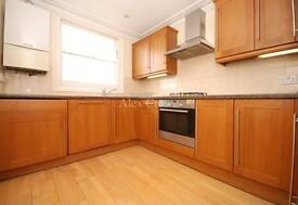 3 bedroom flat in Alexander Road, Archway