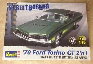Revell 1970 Ford Torino GT 2 'n 1 1/25 model kit 4099