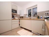 2 bedroom flat in Biddestone Road, Holloway
