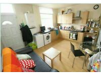 ALL BILLS INC 100 metres Burley Park station luxury large double bedrooms 5th of July