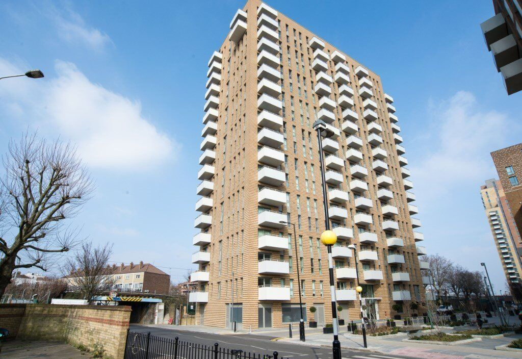ONE BEDROOM DESIGNER FURNISHED MODERN APARTMENT IN IVY POINT / MARNER POINT BROMLEY BY BOW E3