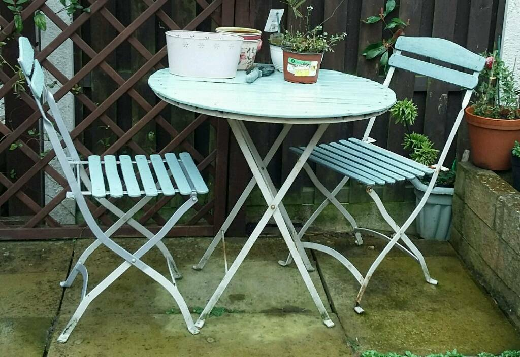 Gentil ... Shabby Chic Garden Table And Two Chairs ...