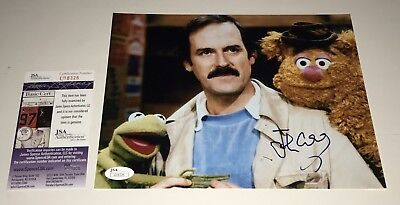 JOHN CLEESE Signed MUPPETS 8x10 Photo JSA COA In Person Autograph Monty Python