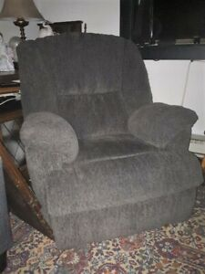 Electric Recliner (Great Condition)