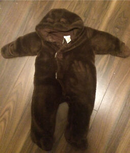 Fall 'bear' baby 6-12 m one pc suit