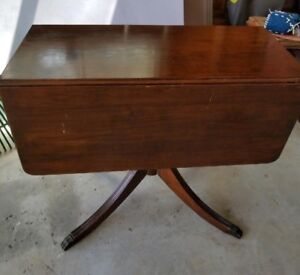 Duncan Phyfe table good condition