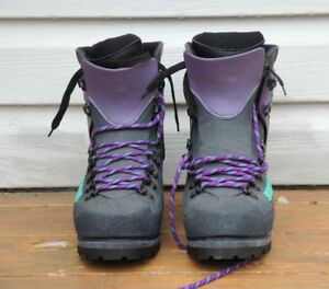 Double mountaineering boots