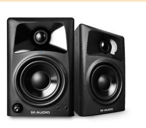 M-Audio AV 32 studio monitors